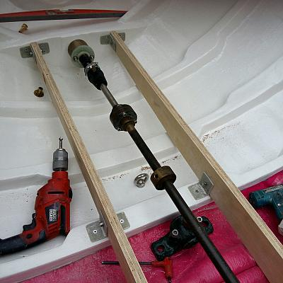 Fabrication du plancher du Pointu. Passage de l'arbre d'hélice.