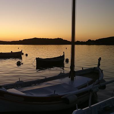 Coucher de soleil sur la lagune du Brusc et les pointus